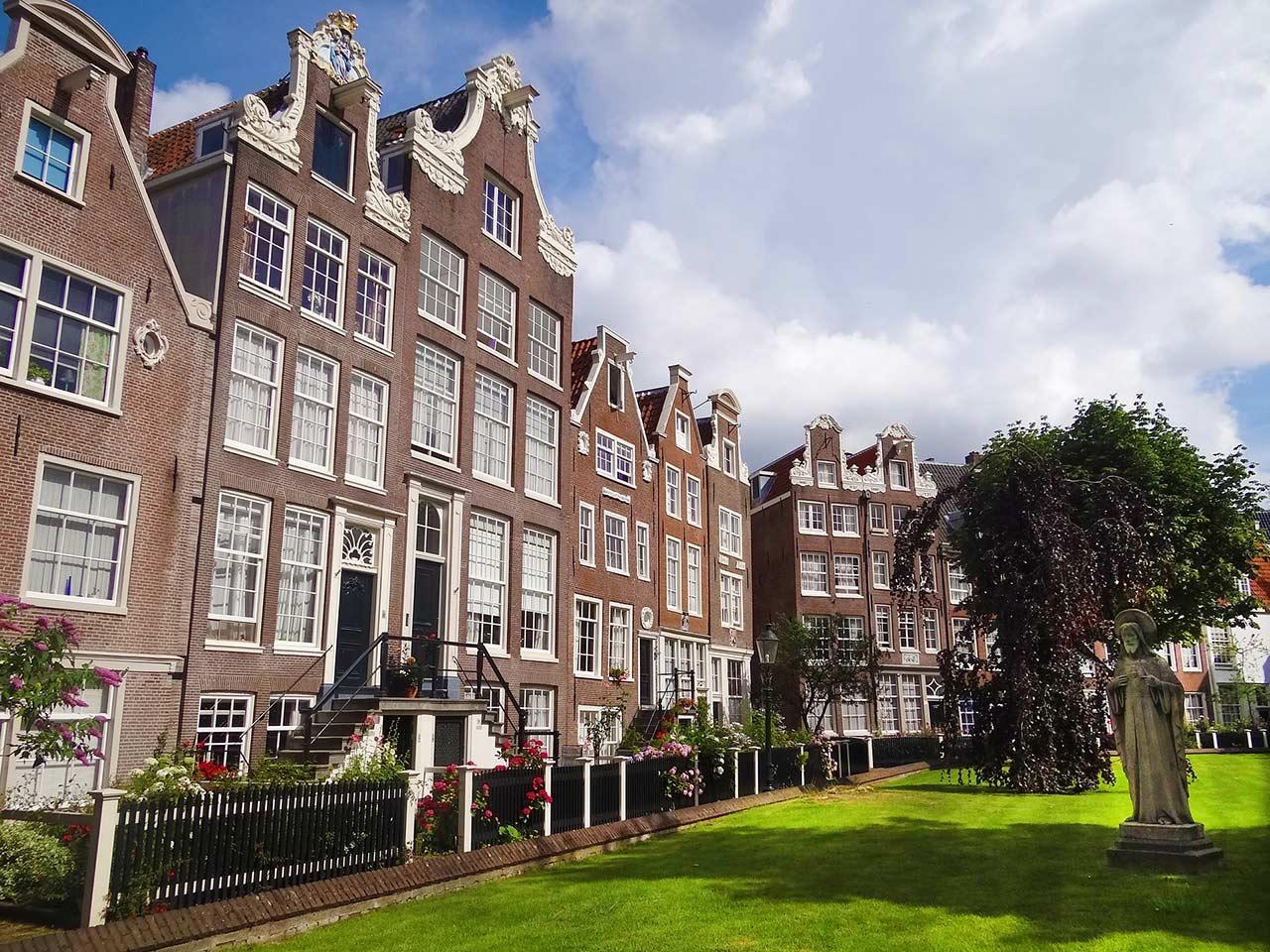 Begijnhof | Places to visit in Amsterdam