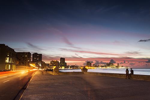Malecón at night land poi